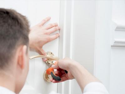 Awaryjne otwieranie drzwi mieszkań